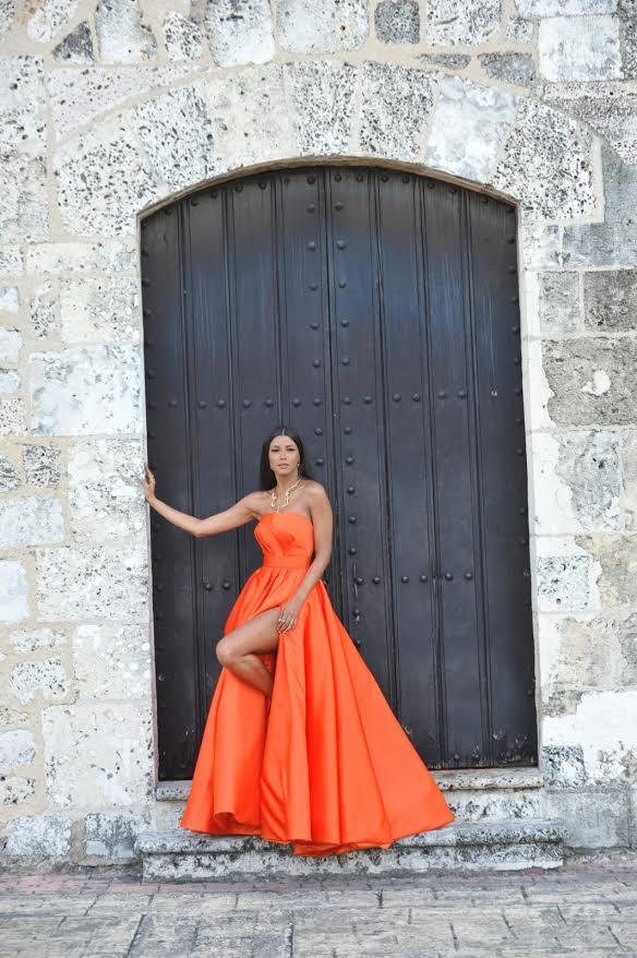 Evelyna Rodríguez lució esplendorosa con diseño de Leonel Lirio en la pasarela de los premios Soberano