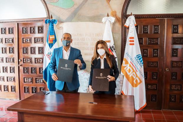 ADN y Obras Públicas firman acuerdo para mejorar infraestructura vial de la ciudad de SD