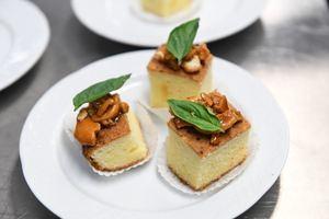 Téllez preparó Torta de Gacho, una de las deliciosas recetas identitarias de la gastronomía colombiana.