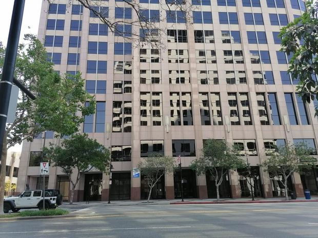 Fachada del edificio donde esta la nueva OPREE, en California.