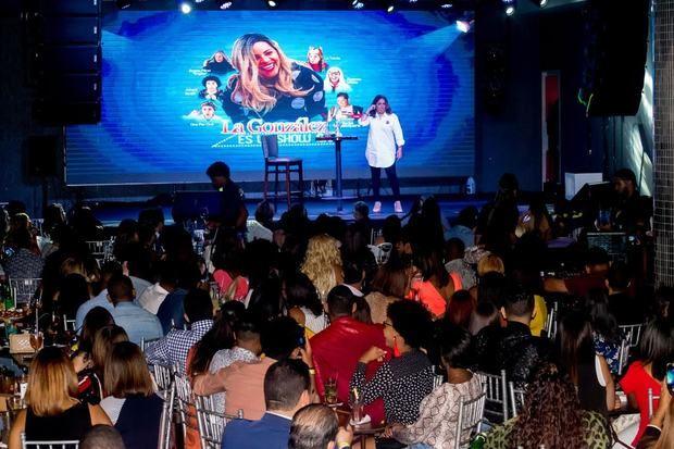 La González triunfa en Hard Rock Live con humor a la dominicana