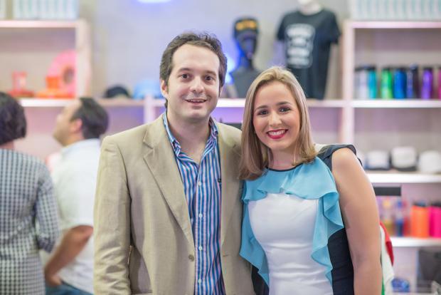 Luis Sansón y Priscila Diep