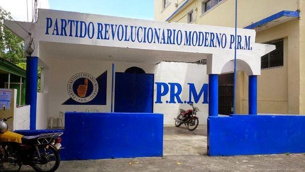 Asegura que 12 diputados del PRM votarían por reforma constitucional por dinero