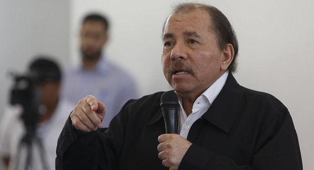 Presidente de Nicaragua se reúne con obispos para buscar salida a la crisis