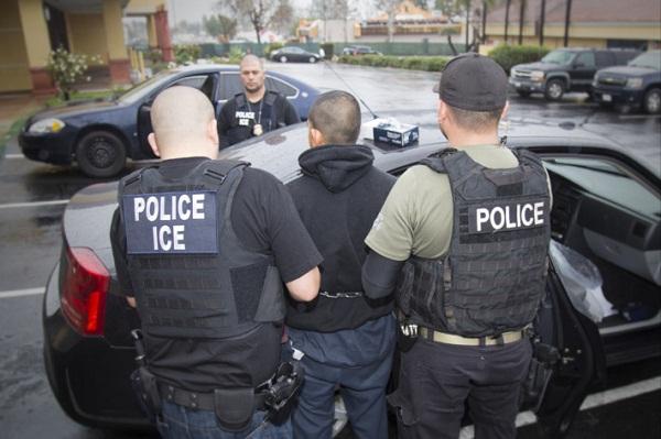 EE.UU. detiene a 49 inmigrantes con delitos en una redada en Filadelfia