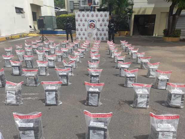 Ocupan 510 paquetes de cocaína en aguas de La Altagracia