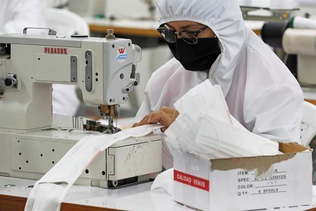 Usaid estimula la economía de una región colombiana con la confección de mascarillas
