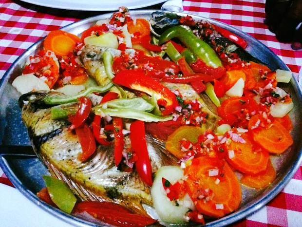 El Anzuelo ofrece una variedad de platos