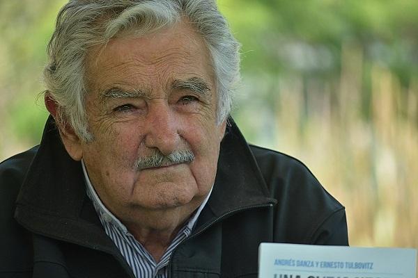 Mujica insta a Latinoamérica a promover la integración regional