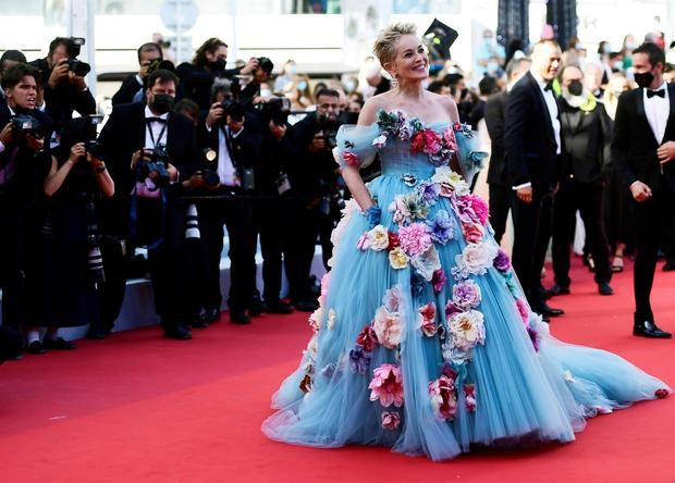 Del teatral vestido de Sharon Stone al vestido corsé de Isabeli Fontana