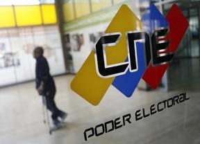 """CNE da la victoria al chavismo y oposición habla de resultados """"sospechosos"""""""