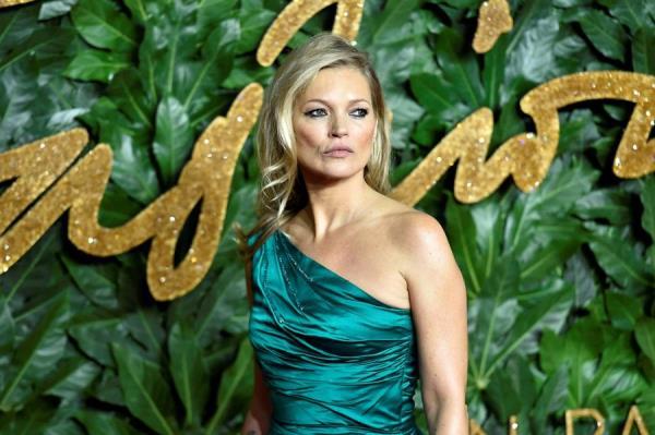 La modelo Kate Moss y otras celebrities donan parte de su armario para luchar contra el coronavirus.
