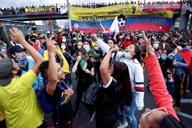 Cientos de personas fueron registradas este sábado al participar en una nueva jornada de protestas, durante el día 18 del Paro Nacional contra el gobierno del presidente Iván Duque, en Bogotá, Colombia.