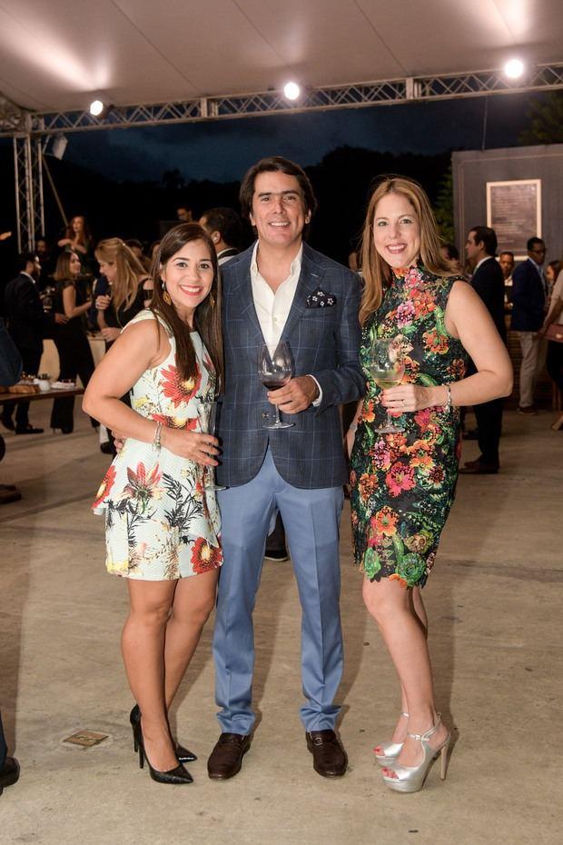 Kathy Nikodemo, Pedro Fondeur y Rosabel Perez.