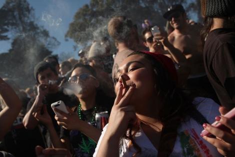 Consumo de marihuana entre universitarios de EE.UU. es el mayor en 30 años
