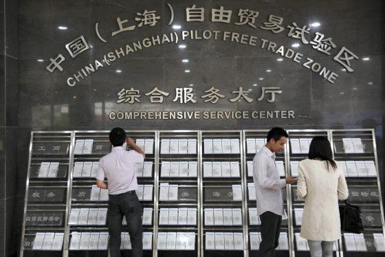 China rebaja restricciones a inversión extranjera en zonas de libre comercio