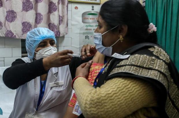 India aprueba el uso de emergencia de vacunas de AstraZeneca y Bharat Biotech
