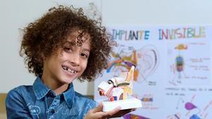 Fernando, el niño de 8 años que ha ideado un implante auditivo revolucionario