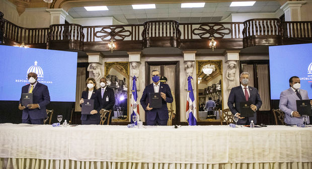 Presidente Abinader define firma del Pacto Eléctrico como un acto de responsabilidad del Gobierno y los sectores participantes.