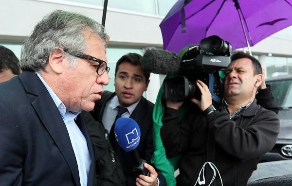 Luis Almagro a su llegada a Colombia