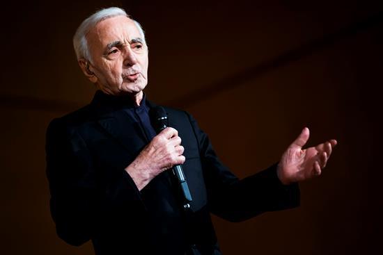 Aznavour deja huérfana a la canción francesa