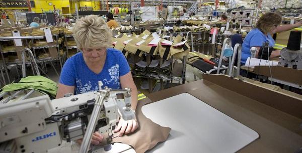 El desempleo en EE.UU baja al 3,9 % y la creación de empleo se modera