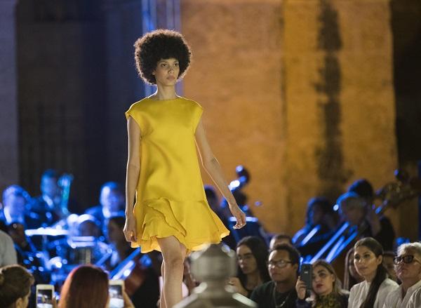Colección Resort 2019 de Oscar de la Renta cierra desfiles de Dominicana Moda