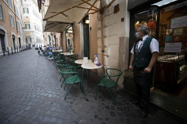 Italia evalúa un nuevo confinamiento suave ante infecciones fuera de control