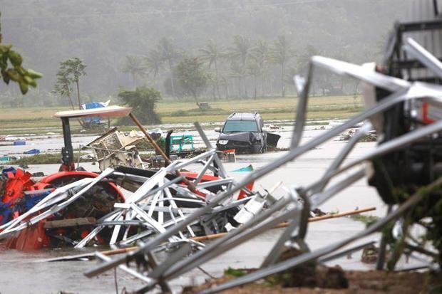 Al menos 222 fallecidos por un tsunami en el estrecho indonesio de Sonda