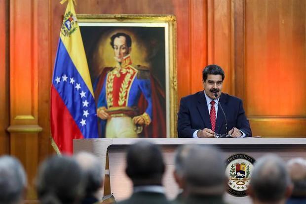 El jefe de Estado de Venezuela, Nicolás Maduro, habla durante una rueda de prensa desde el Palacio Miraflores este viernes, en Caracas (Venezuela)