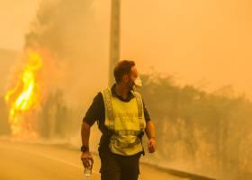Incendios forestales en Portugal y España dejan al menos 30 muertos