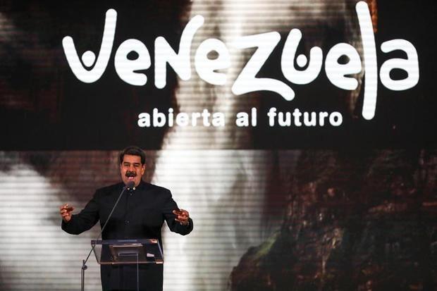 El presidente de Venezuela, Nicolás Maduro, habla en el lanzamiento de la estrategia de marca país 'Venezuela abierta al futuro', este lunes, en el Hotel Alba de Caracas (Venezuela)