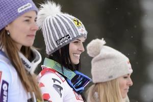 La eslovena Tina Maze (i), la austriaca Anna Fenninger (c), y la estadounidense Lindsey Vonn.