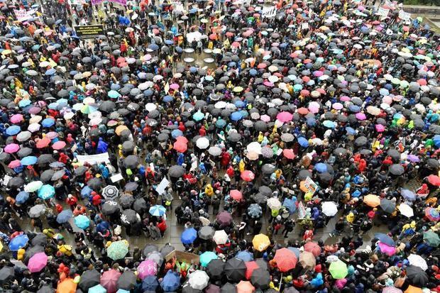 'Queremos la vida' es la frase que resume el clamor de miles de jóvenes que han salido este viernes a las calles de 40 ciudades españolas y de todo el mundo