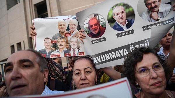 Seis periodistas condenados a prisión en Turquía