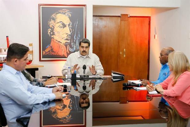 """Maduro mueve ficha en medio de """"grave situación"""" por apagones"""