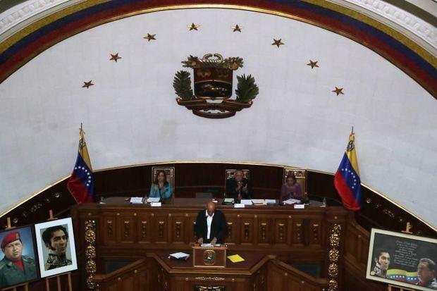 El chavismo aprueba el enjuiciamiento de Guaidó, que llama a la gente a la calle