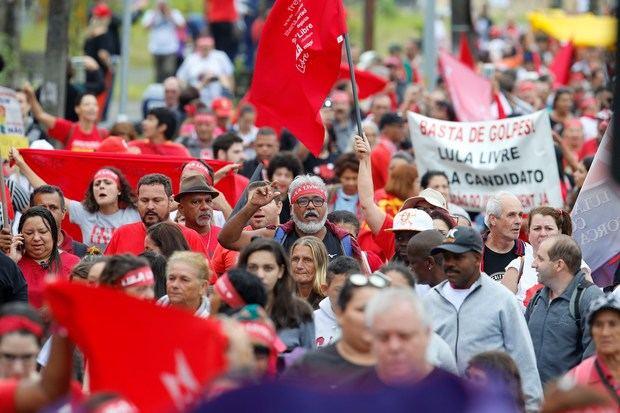 Brasil y el mundo protestan por la libertad de Lula tras un año en prisión