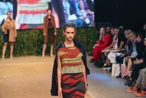 Una modelo desfila creaciones del diseñador peruano Diego Flores en el marco de la feria de moda Perú Moda este 12 de abril de 2019 en el Centro de Convenciones de la ciudad de Lima ( Perú .