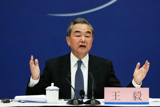 Los jefes de Estado o Gobierno de 37 países participarán en el segundo Foro sobre las Nuevas Rutas de la Seda, que se celebrará en Pekín del 25 al 27 abril, anunció hoy el ministro chino de Asuntos Exteriores, Wang Yi, en rueda de prensa.