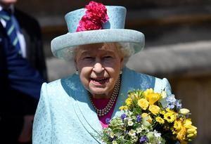 La reina Isabel II hoy a su llegada a un servicio religioso en la capilla gótica de San Jorge.