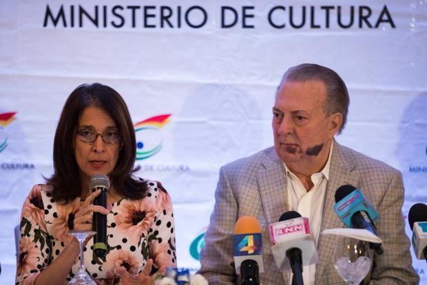 La directora de la Feria Internacional del Libro de Santo Domingo (FILSD), Ruth Herrera, y el ministro de Cultura, Eduardo Selman, entregan detalles sobre el evento cultural en Santo Domingo (República Dominicana).