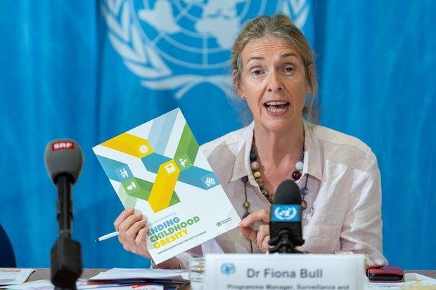 La coordinadora del programa de la OMS de vigilancia y prevención poblacionales de las enfermedades no transmisibles, Fiona Bull, durante la rueda de prensa