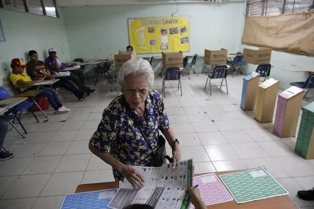 Tranquilidad y afluencia marcan la jornada electoral de Panamá