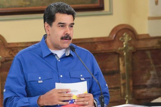 """Maduro dice Trump """"ataca libertad de circulación"""" tras suspensión de vuelos"""