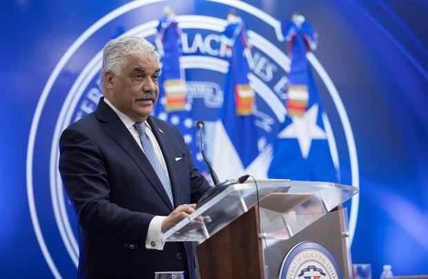 El canciller Miguel Vargas trata los retos de seguridad regional con un consejero de Trump
