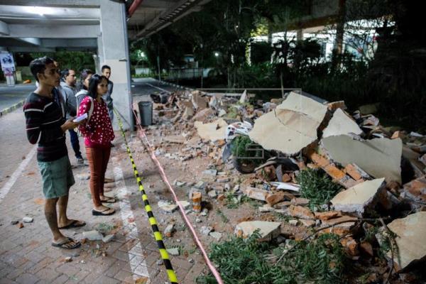 Se elevan a 82 los muertos por el terremoto de magnitud 7 en Indonesia