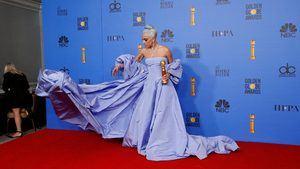 Lady Gaga en la alfombra roja de los premios Globo de Oro.