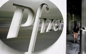 Pfizer quedó en medio de la polémica después de que el diario The Washington Post publicara que investigadores de esa firma hallaron en 2015, tras analizar cientos de miles de reclamaciones de seguro, que uno de sus medicamentos podría disminuir en un 64 % el riesgo de padecer Alzhéimer.