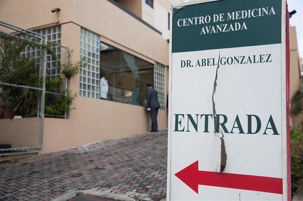 Vista de la entrada de la clínica Abel González, donde se encuentra internado el expelotero dominicano de Grandes Ligas y estrella del Salón de la Fama Nacional de Coopertown David Ortiz, 'Big Papi', este lunes, en Santo Domingo (R.Dominicana).